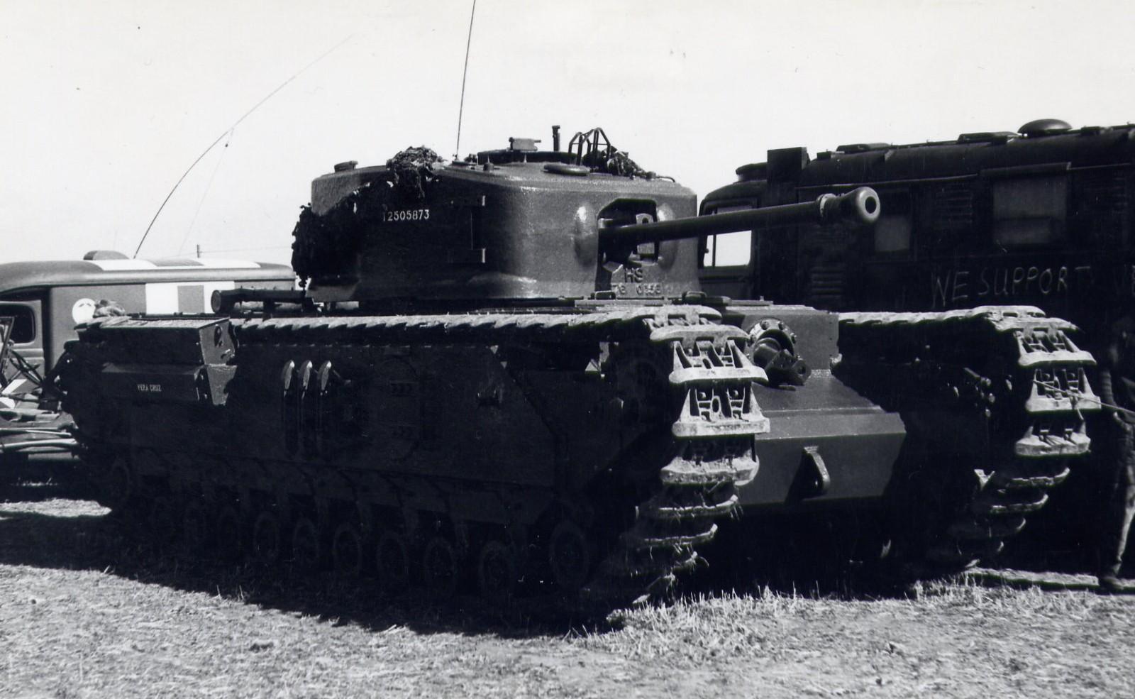 Фото танка черчилль