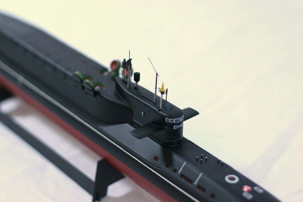 модели подводной лодки 667 напротив проекта