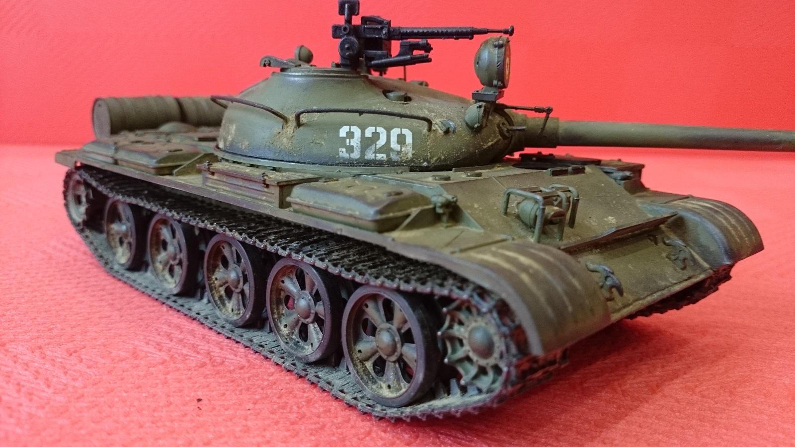 Увеличить советский танк т-62а, 1965г, с металлической решеткой радиатора и 1 фигурой танкиста