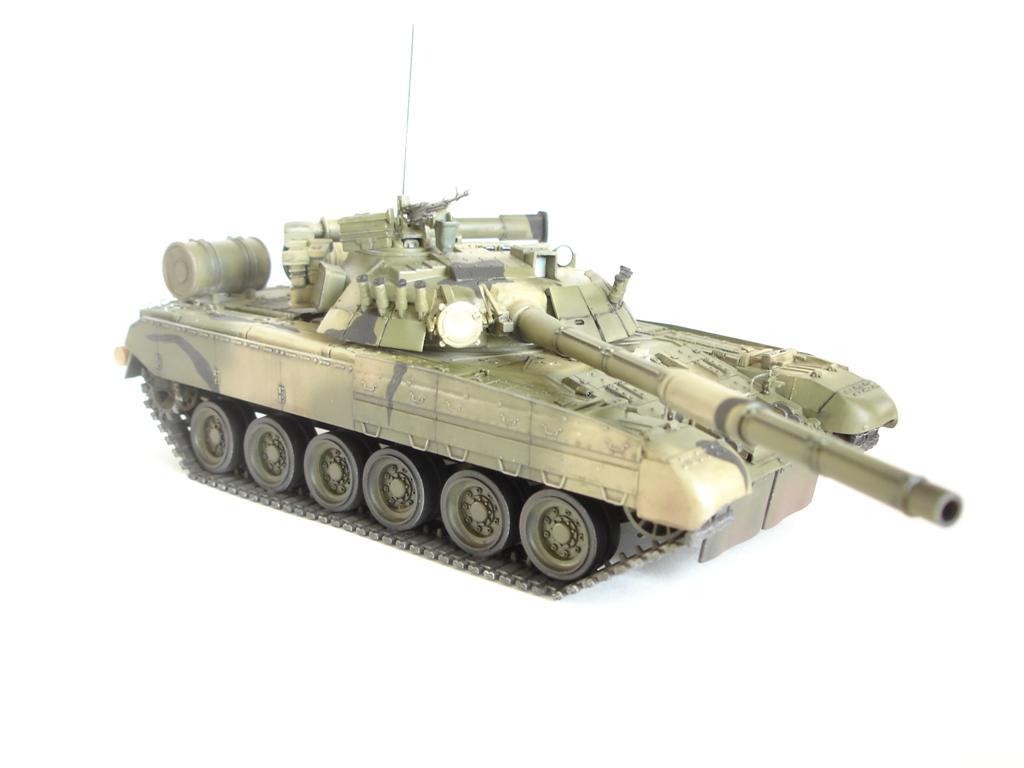 Склеиваемая масштабная модель Основной боевой танк Т-80УД, Zvezda, 1/35 + клей