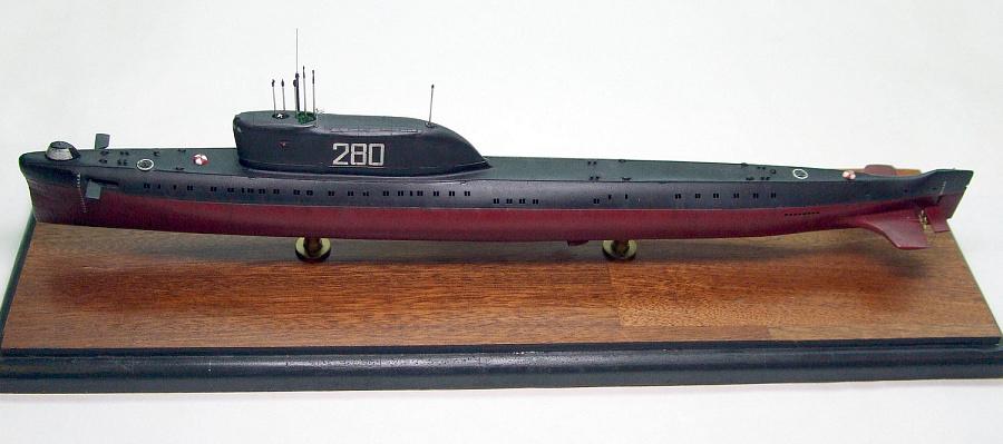 Цветное фото атомной подводной лодки