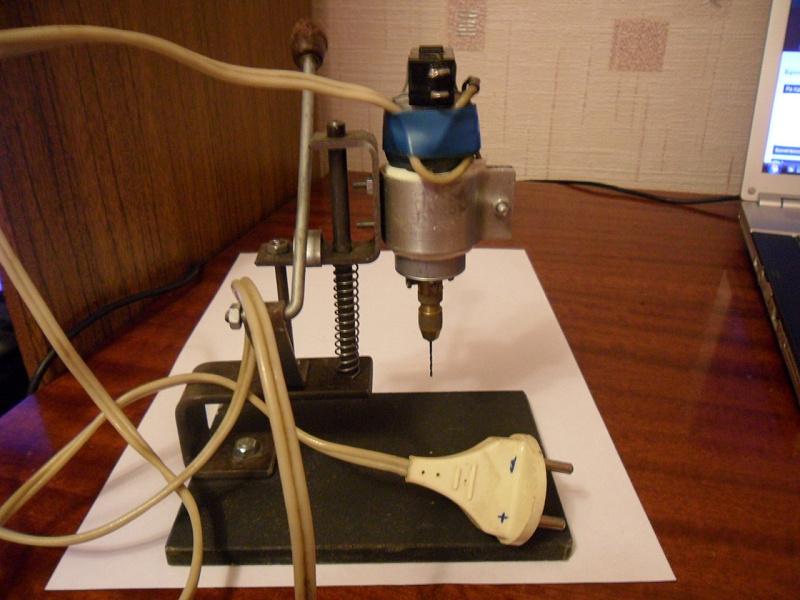 Сверлильный станок своими руками из дрели фото