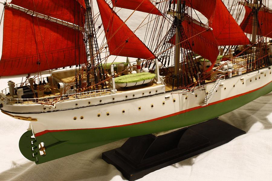 пола деревянном судно товарищ фото водолазке солдат